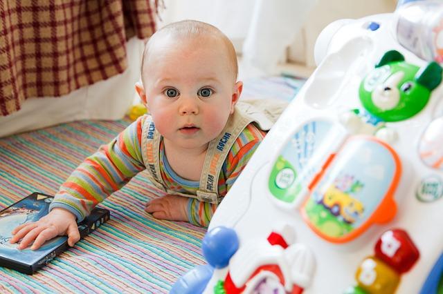 למה ממש חשוב לספק לתינוק שלכם צעצועי התפתחות