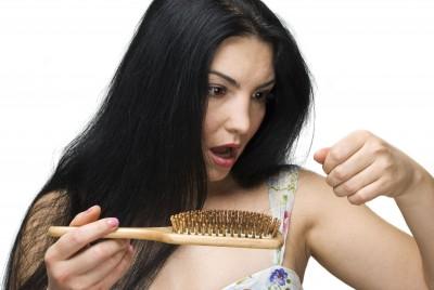 אחרי לידה ומתחילה לאבד את השיער? מה ניתן לעשות?