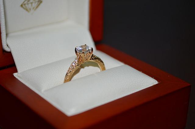 הסיבה שטבעות זהב צהוב תמיד יישארו פופולאריות